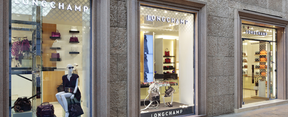 The first Longchamp Boutique in Italy, in Milan