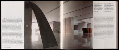 """Estratto dal libro """"Un cuore di cristallo per Milano"""", vista del foyer che ospita parte della collezione delle opere d'arte, nella nuova sede Università Bocconi di Grafton Architects [Ph. Matteo Cirenei]"""