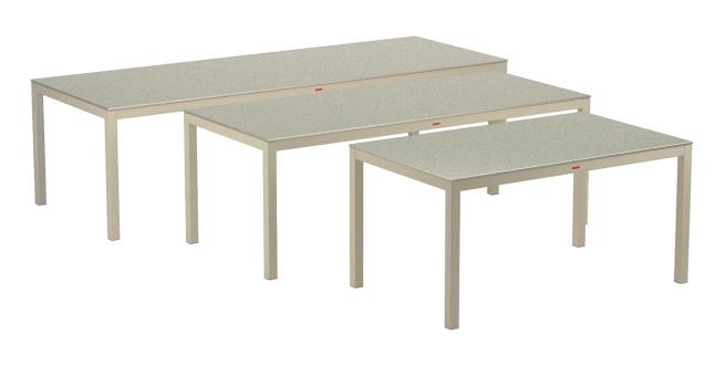 i tre nuovi tavoli Taboela, nelle misure 270, 210 e 150cm
