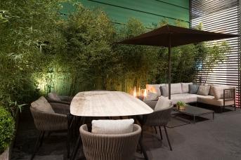 la nuova finitura bronze per la struttura del tavolo Zidiz in alluminio (top in ceramica)