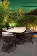 Sedie TWIST, e tavolo ZIDIZ nella nuova finitura bronze per la struttura in alluminio (top in ceramica)